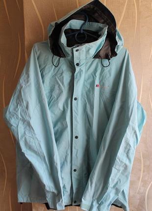 Сказочная бледо-голубая мембранная курточка водо и ветростойкая на мембране berghaus