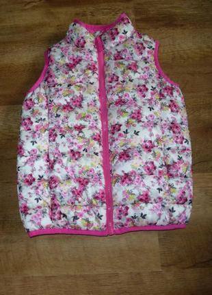 Яркая стеганая жилетка с цветочным принтом joules на 6 лет