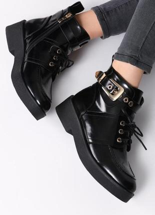Новые шикарные женские демисезонные лаковые черные ботинки