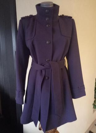 Демисезонное пальто лилового цвета