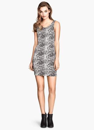 Платье футляр со змеиным принтом h&m