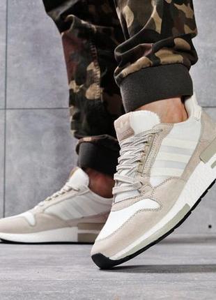 Кроссовки: adidas.