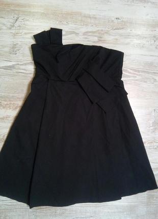 Черное платье корсетного типа