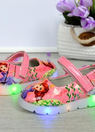 Красивые розовые туфельки со светящей подошвой