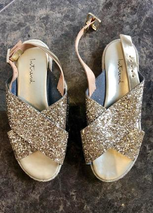 Золотые сандали