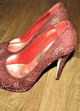 Эффектные туфли цвета марсала lino marano