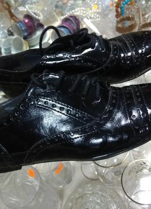 Туфли черные лаковые оксфорды на шнуровке 37 размер