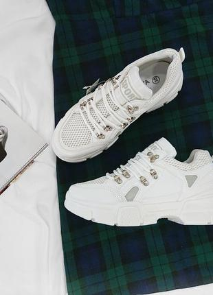 Кроссовки белые с серыми вставками, видеообзор