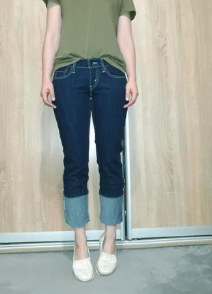 Крутые прямые ровные джинсы темно-синего цвета с белой ниткой  levis 5242 фото