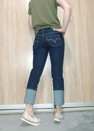 Крутые прямые ровные джинсы темно-синего цвета с белой ниткой  levis 5243 фото