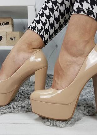 Новые шикарные женские бежевые туфли на высоком каблуке