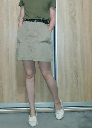 Класная юбка-трапеция с кармнами на высокой посадке цвета хаки h&m