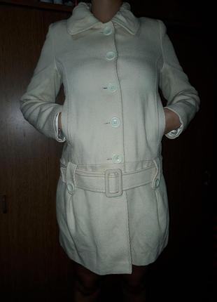 Легкое пальтишко плащ пальто кремовое