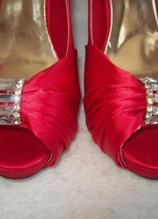 Туфли нарядные атлас стразы4 фото