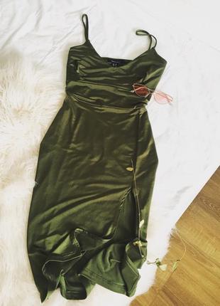 Шикарна хакі сукня з переливом та розпоркою new look