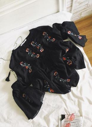 Шикарна вишита блуза з китицями від zara