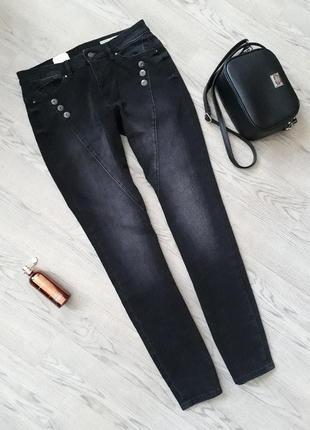 Новые джинсы medium slim fit
