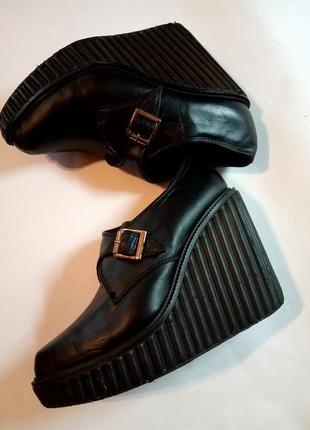 Туфли-ботиночки для стильной леди, которая любит удобную и изящную обувь.