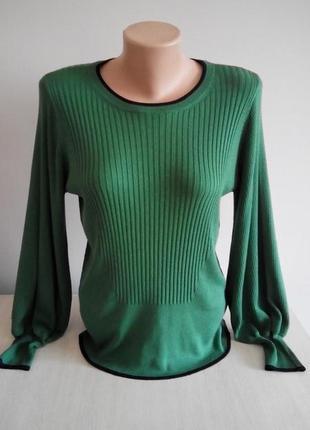 Зеленный свитерок с красивыми рукавами