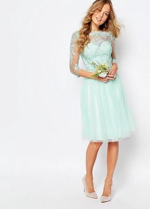 Платье с кружевом chi chi london