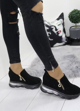 Новые шикарные женские черные кроссовки сникерсы