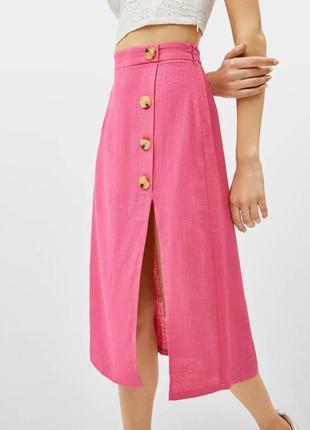 Очень стильная розовая льняная юбка миди на пуговках