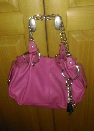 Красивая сумочка цвета фуксии