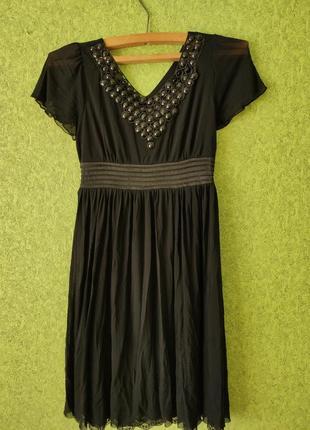 Лекгое шифонове красивое платье с кружевом и бусинами