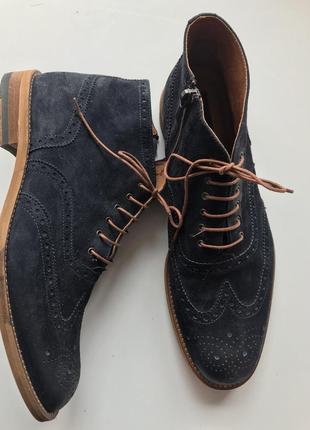 Замшевые, классические туфли.