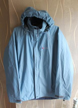 Крутая голубая тонкая курточка на мембране водо и ветростойка berghaus