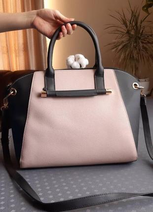 Вместительная черно бежевая сумка с длинным ремешком фирмы atmosphere в новом состоянии