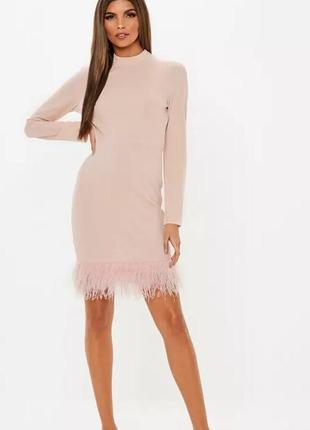 Шикарное платье с перьями от missguided