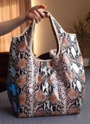 Красивая сумка шоппер под рептилию фирмы estee lauder в новом состоянии