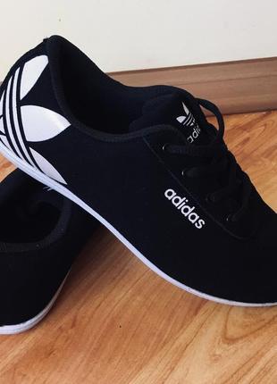 Крутие кроссовки adidas розмер 39