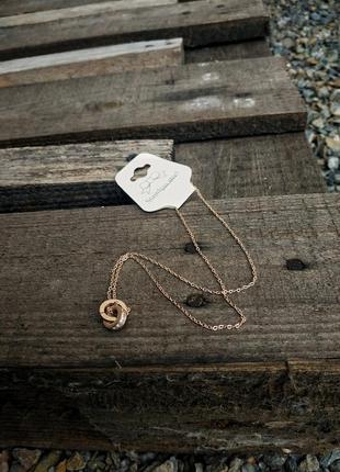 Новая золотистая цепочка с кулоном