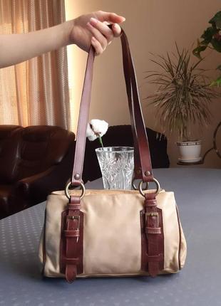 Кожаная красивая бежево коричневая сумка на плече made in italy