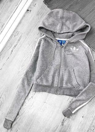 Актуальная укороченная серая толстовка серого цвета от adidas, свитер/худи