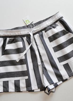 Стильные шорты в полоску