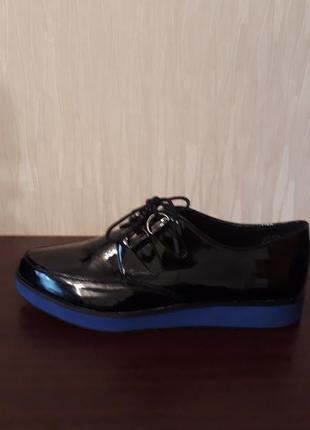 Туфли лоферы новые  40 размера