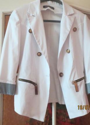 Белый пиджак, разм.s