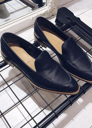 Очень дорогие актуальные чёрные лоферы из натуральной кожи от everlane, туфли