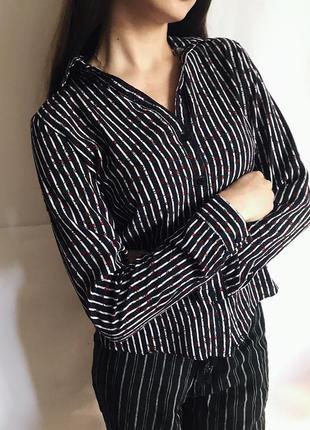 Рубашка в актуальный цветной принт и черно белую полоску