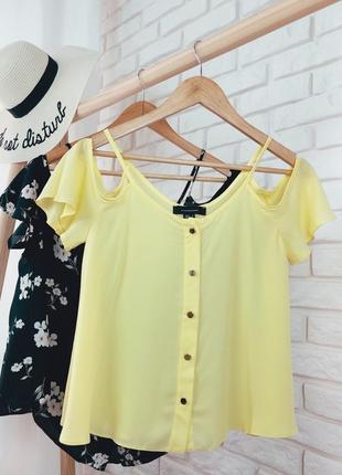 Atmosphere xs размер шифоновая блуза с открытыми плечами на пуговицах желтая