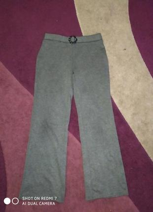 Трикотажные брюки на девочку 8 - 10 лет.