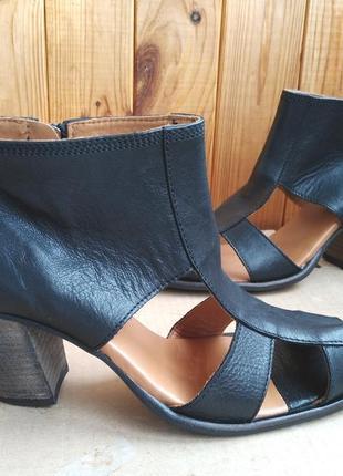 Стильные новые босоножки полностью кожаные туфли royal republiq
