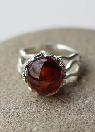 Серебряное кольцо с коньячным янтарем