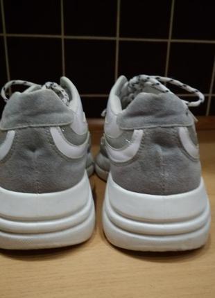Кроссовки белые  с серым р-р 383 фото