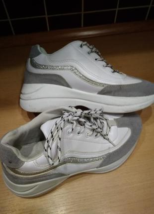Кроссовки белые  с серым р-р 384 фото