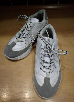 Кроссовки белые  с серым р-р 386 фото