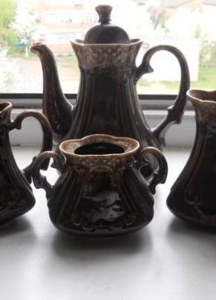 Красивый глиняный кофейный сервиз